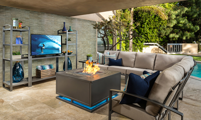 Living Lavishly Outdoors with 2018 Trends