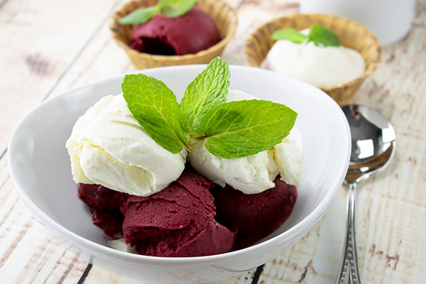 This image has an empty alt attribute; its file name is 15603-VID-VERY-BERRY-CREAMY-COCONUT-ICECREAM-detail-image-embed1.jpg
